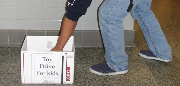 Red Cross Club begins toy drive
