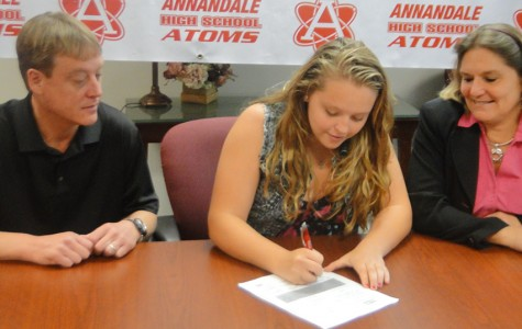 Student signs to play softball