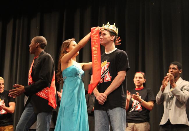 Senior Mindy Vo crowns Gilbert Mr. Annandale.