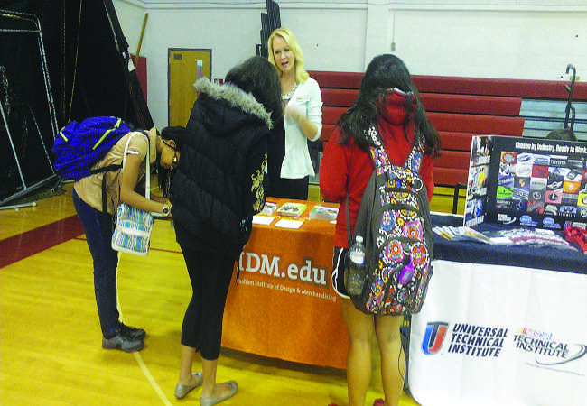 A+group+of+freshmen+sign+up+to+receive+email+updates+from+FIDM.