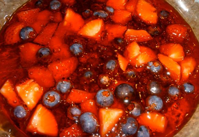 Jello with fruit is a tasty snack for those who want avoid too much unhealthy foods.