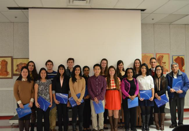 The+IB+Diploma+recipients+who+were+present+pose+with+their+certificates.