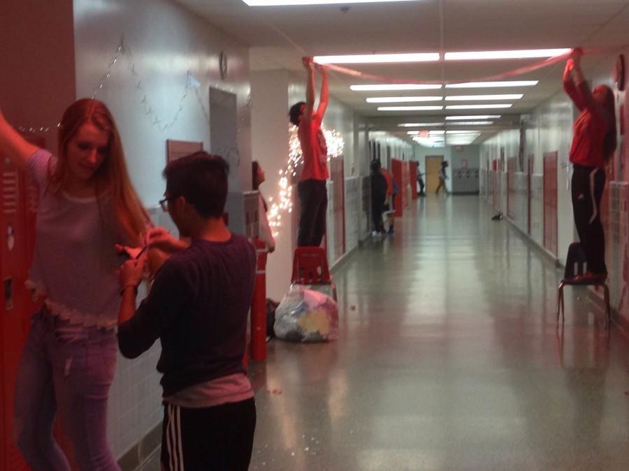 FBLA+decorating+their+hallway.