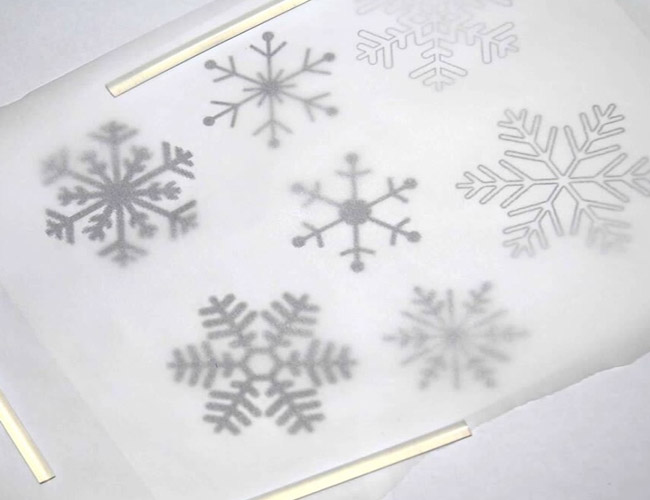 Put+the+parchment+paper+on+top+of+the+printed+snowflakes+pattern.+