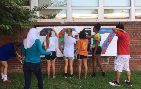 Senior class paints the courtyard