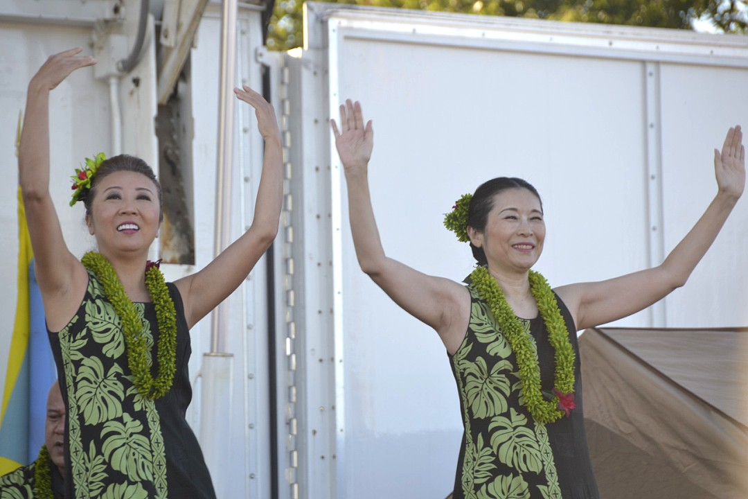 Two+South+Pacific+dancers+from+the+Hawai%27i+State+Society+of+Washington+D.C.+Ukulele+Hui%2C+perform+a+lovely%2C+relaxing+routine+for+the+audience+with+a+ukulele+softly+strumming+in+the+background.