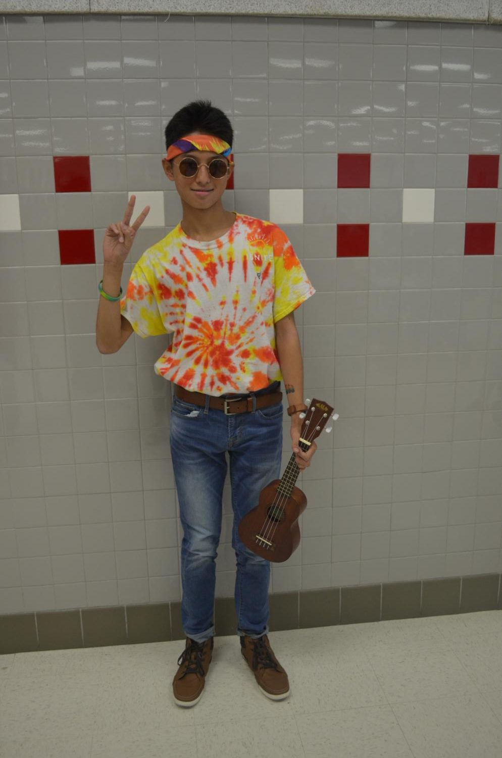 Freshman+Jimmy+Le+dresses+up+as+a+hippie.