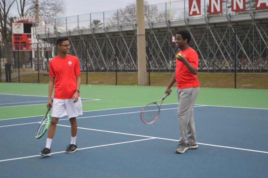Boy+tennis+off+to+a+poor+start